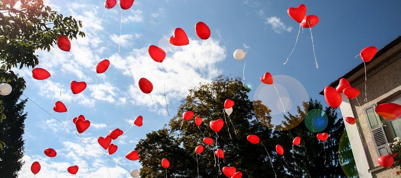 organisation mariage décoration ballon rouge coeur