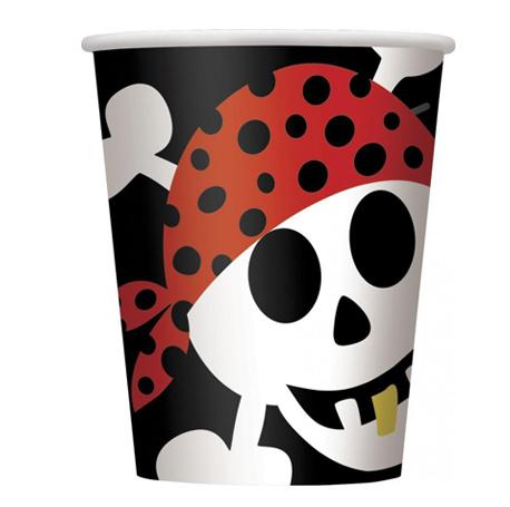 le gobelet d'un moussaillon pour son anniversaire pirate