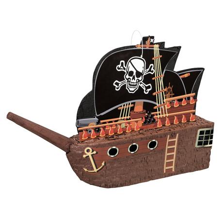 La fameuse pinata en forme de bateau pirate pour son anniversaire
