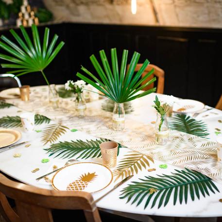Décoration intérieure ambiance tropicale avec notre gamme de vaisselle jetable ananas