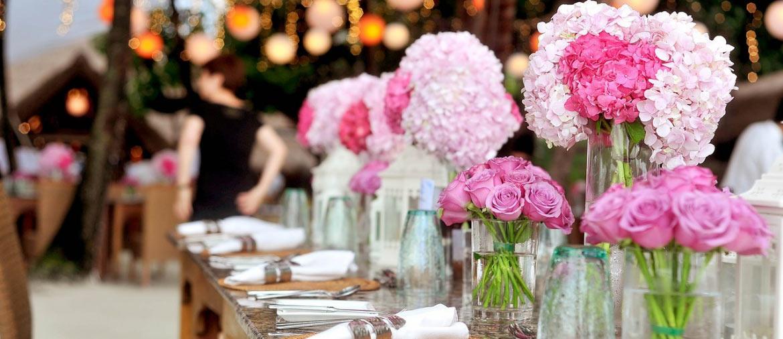 Vaisselle jetable et décoration de table chic et élégante pour mariage et réceptions privées