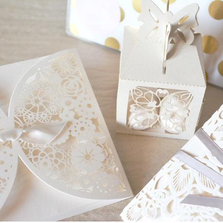 Faire part mariage invitation blanc vintage et chic boite à dragées