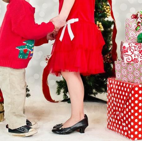 Noel l'impatience des enfants lors du déballage des cadeaux