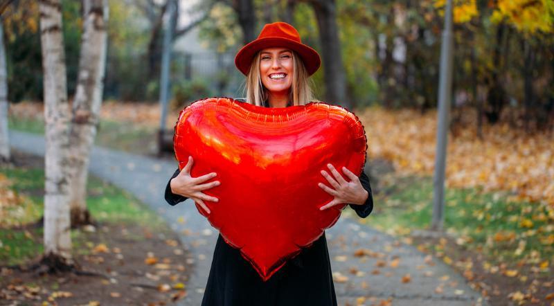 ballon cadeau coeur rouge saint valentin